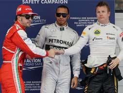 Lewis Hamilton takes pole for Chinese Grand Prix