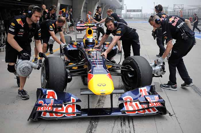 Red Bull-Renault driver Mark Webber of Australia is pushed into the garage during the first qualifying session of the Chinese Grand Prix. (AFP Photo)