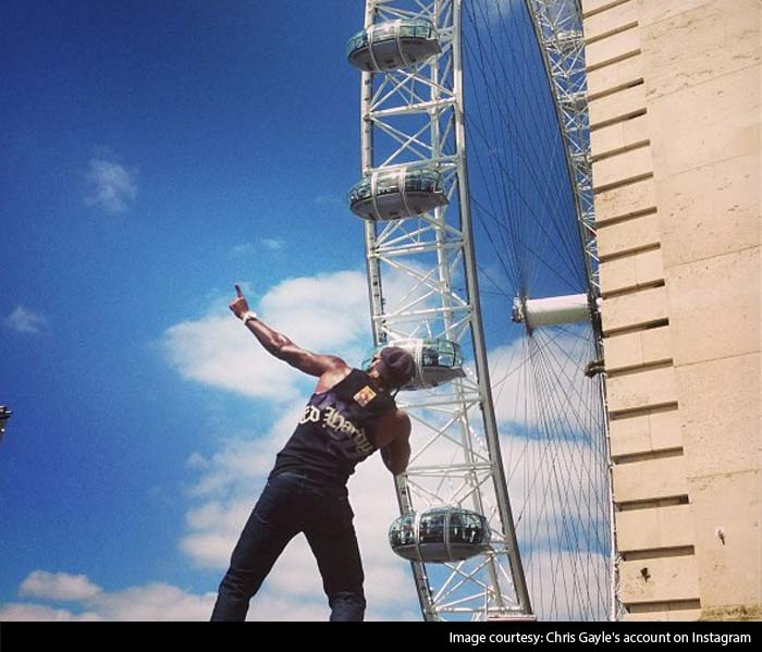 Chris Gayle shows off infront of the London Eye.