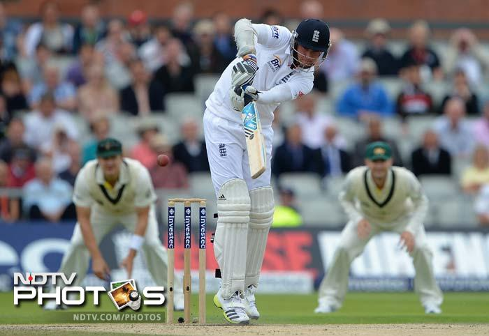 Stuart Broad frustrated Australia, who were desperately looking for wickets, on the morning of Day 4. The tailender scored 32 of 66 balls to cut down on Australia's lead.