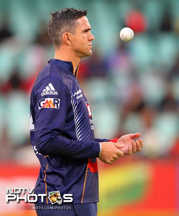 Kevin Pietersen tosses the ball during the CLT20 semi-final match between Bizhub Highveld Lions and Delhi Daredevils at the Sahara Stadium Kingsmead in Durban. (AFP Photo)