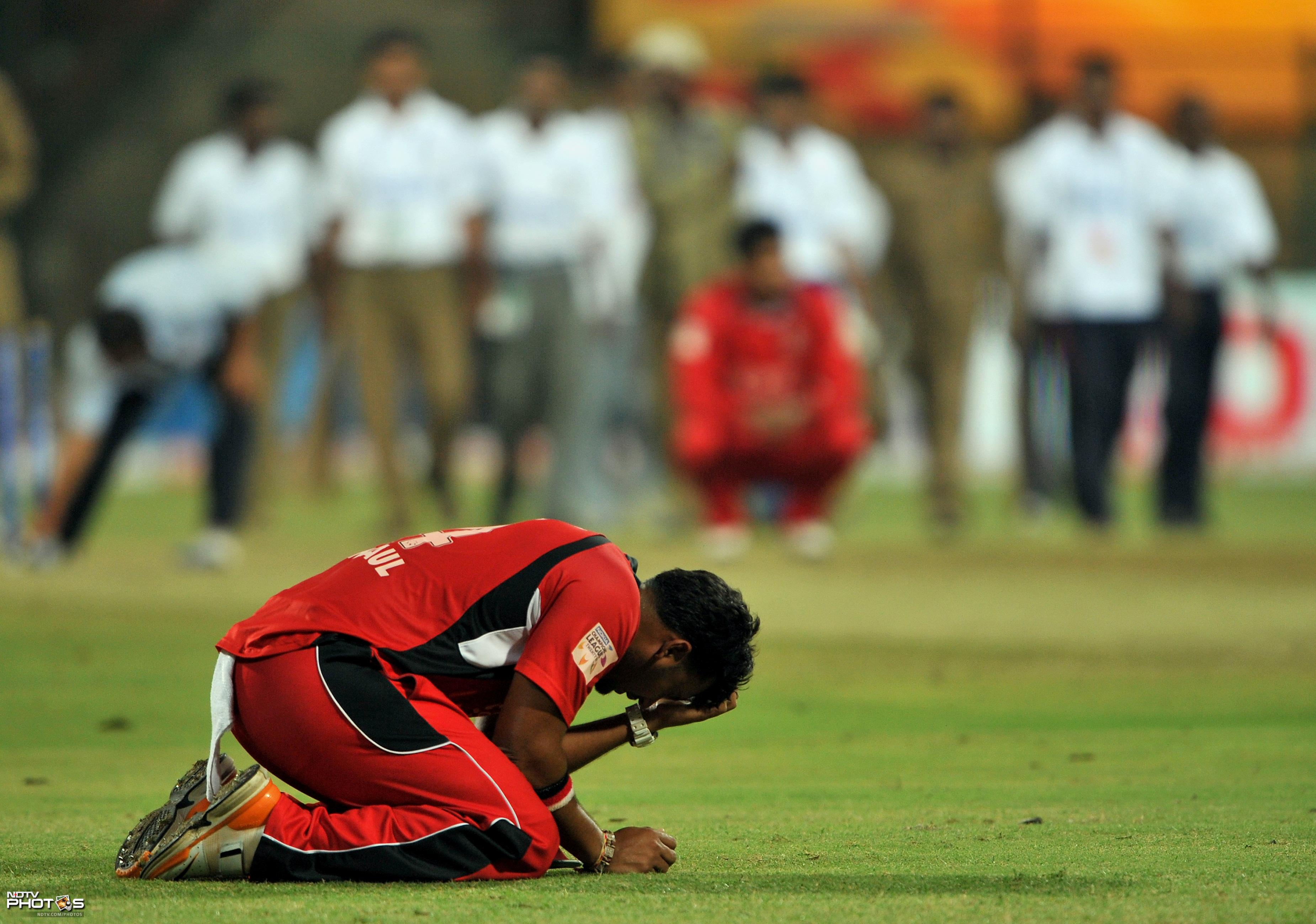 A dejected Ravi Rampaul of Trinidad and Tobago after losing against Mumbai Indians during the Champions League Twenty20 League Group A match at the M. Chinnaswamy Stadium in Bangalore. (AFP Photo)