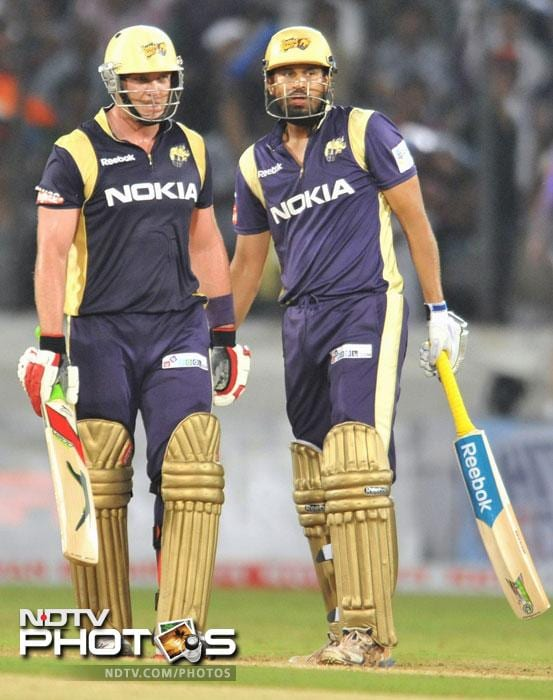 Jacques Kallis and Yusuf Pathan speak on the pitch during the Champions League Twenty20 Group B match between Kolkata Knight Riders and Somerset at the Rajiv Gandhi International Stadium in Hyderabad. (AFP Photo)