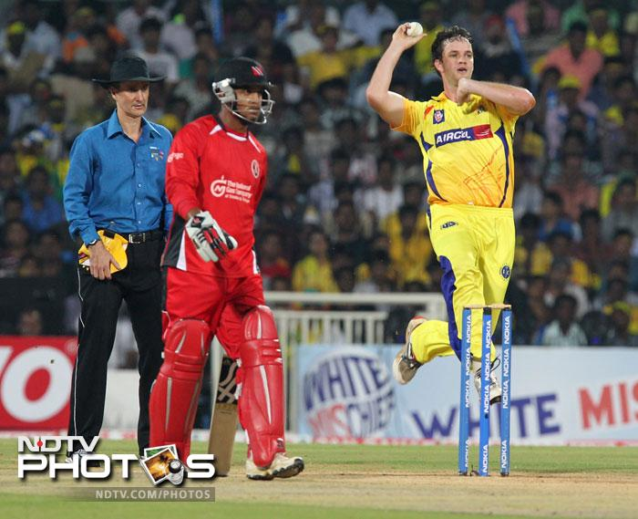 Albie Morkel prepares to bowl as umpire Billy Bowden and William Perkins look on during the Champions League T20 match between Chennai Super Kings and Trinidad & Tobago at the M.A Chidambaram Stadium in Chennai. (AFP Photo)