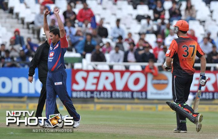 Disciplined bowling from Ajit Agarkar and Morne Morkel however restricted them to a mere 121/5 in 20 overs.