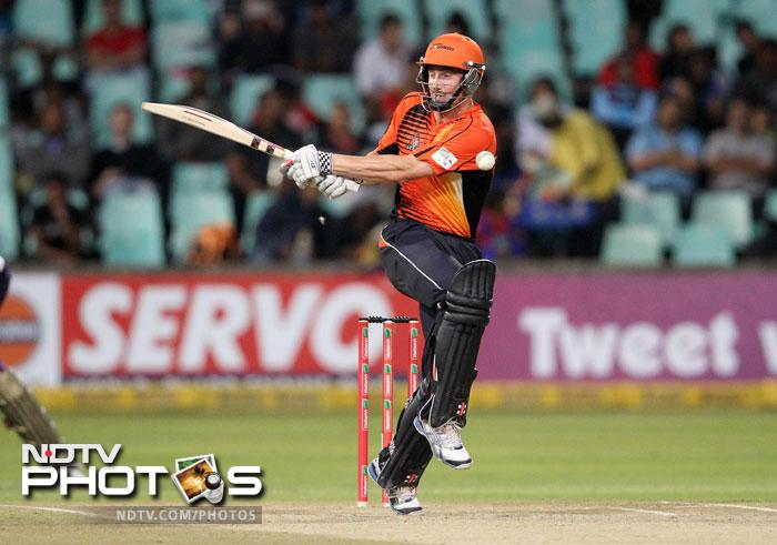 Contributions from Shaun Marsh and Simon Katich gave the Perth Scorchers hope against the Delhi Daredevils in Cape Town.