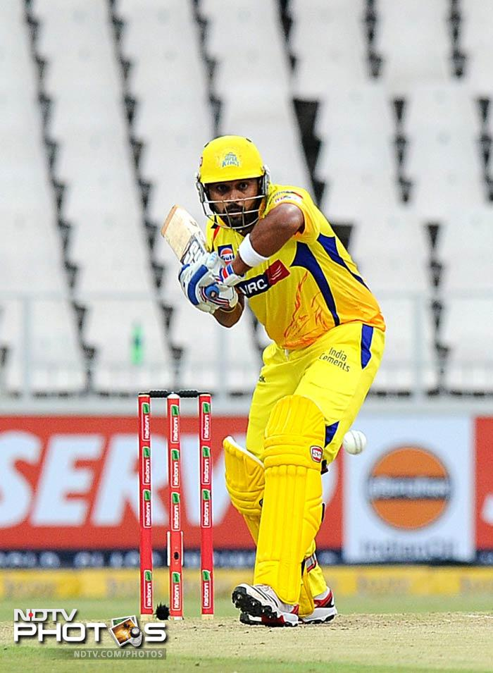 Murali Vijay scored a quick 39 and gave a solid start to Chennai Super KIngs with an 86-run opening stand with Faf du Plessis.