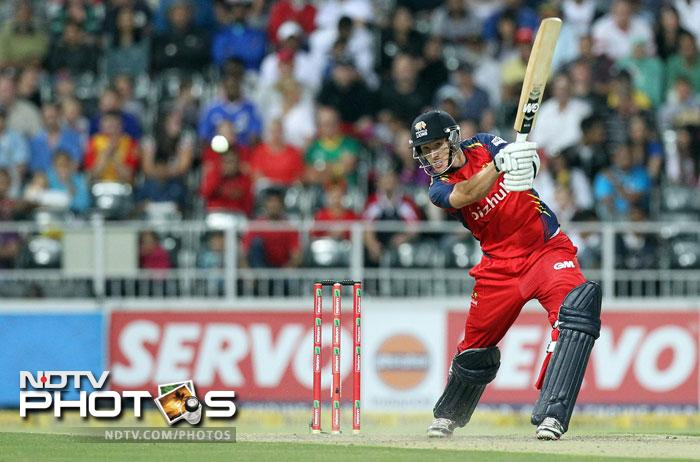 Dwaine Pretorius scored a crucial 21 and that helped the Lions put up a barely respectable 121 from their 20 overs. It was an improvement from 32/5 but would scarcely be enough to challenge the powerful Sydney batting line-up.