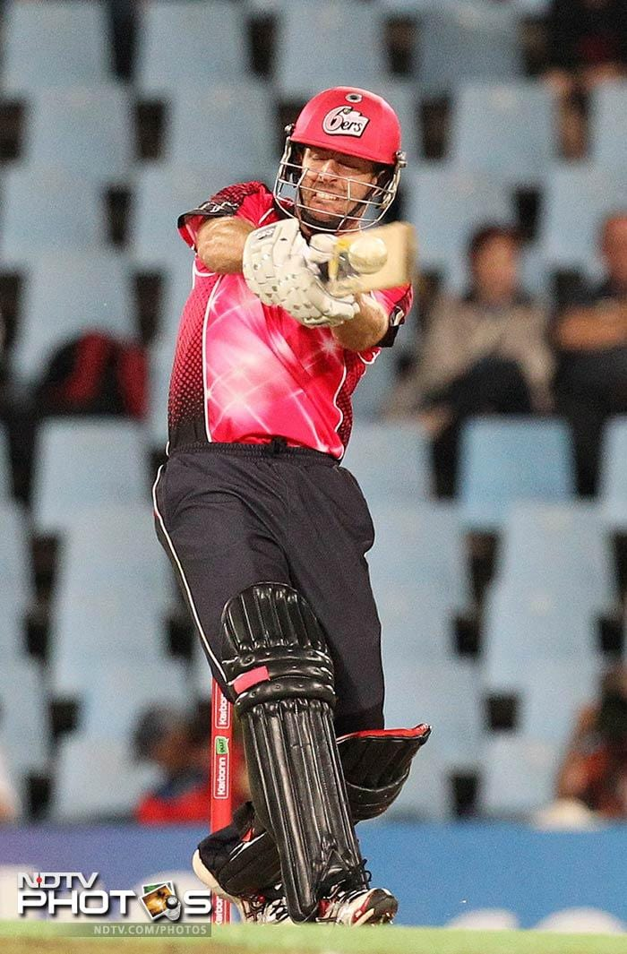 Ben Rohrer stuck on for 24 balls for his 21, but he was the only recognised batsman that the Sydney Sixers could rely on to pull off the game.