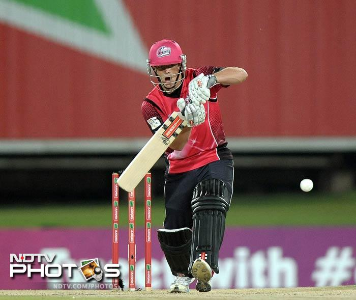 Sydney started off nicely with an opening stand of 54 runs. Stephen O'Keefe scored 32.