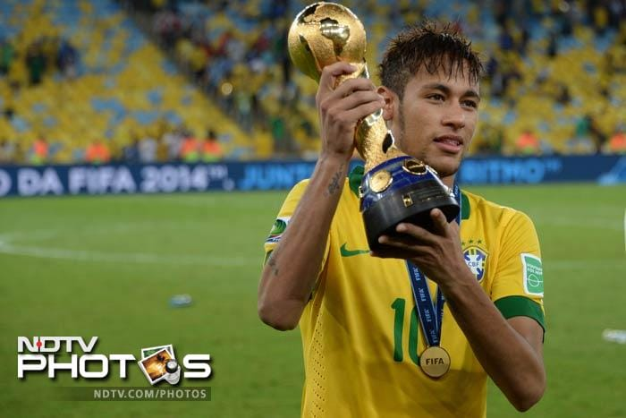Neymar poses with the trophy and his smile clearly shows the joy of the entire team.