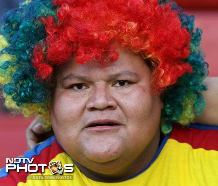 An Ecuadorean fan meanwhile sits here with a fake-hairdo that is coloured in the colours of his national flag.