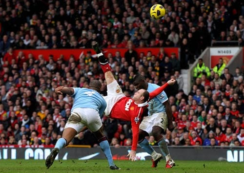 Probably the biggest battle in the English League, the battle of the Manchurians. It was Manchester United vs Manchester City and Wayne Rooney chose the perfect occasion to come alive after a dismal World Cup.