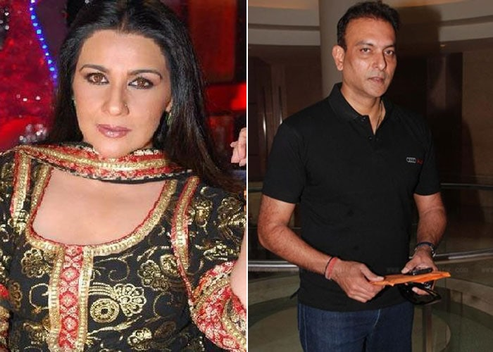 <b>Amrita Singh and Ravi Shastri: </b> Amrita Singh was at the pinnacle of her career when she met Ravi Shastri. Shastri, who was a heartthrob of the country because of his talents and good looks, was also bowled over by her. She even cheered him from the stands at Sharjah. But their romance did not last and they parted ways. While Shastri married Ritu Singh, Amrita tied the knot with much younger Saif Ali Khan.