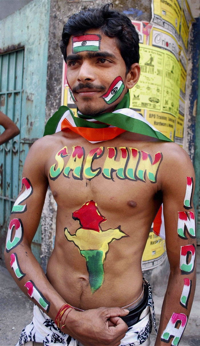 """An ardent Sachin fan paints his entire body to show his love for the """"God"""" of cricket."""