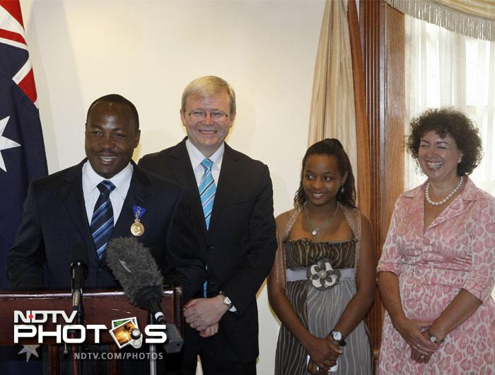Batting legend Brian Lara is seen here with his daughter Sydney (2R) at a felicitation ceremony in 2009.
