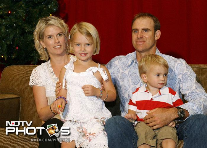 Matthew Hayden (R) enjoys the festive season with his wife Kellie (L) and children Grace (front L) and Josh (front R). (2006)
