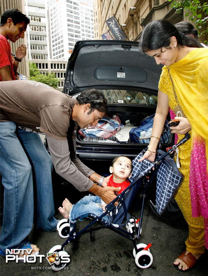 India's VVS Laxman (L) goes out with his son and wife at the team's hotel in Sydney, 08 January 2008.
