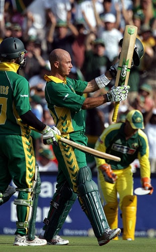 Chasing a world record 434, Gibbs spearheaded South Africa's incredible effort with a knock that included 21 boundaries and seven sixes. Soon after surpassing his 16th ODI century, Gibbs, suffering from cramps, asked for a runner. The Aussies did not object. <i>(Text Courtesy: Mid-Day.com)</i>