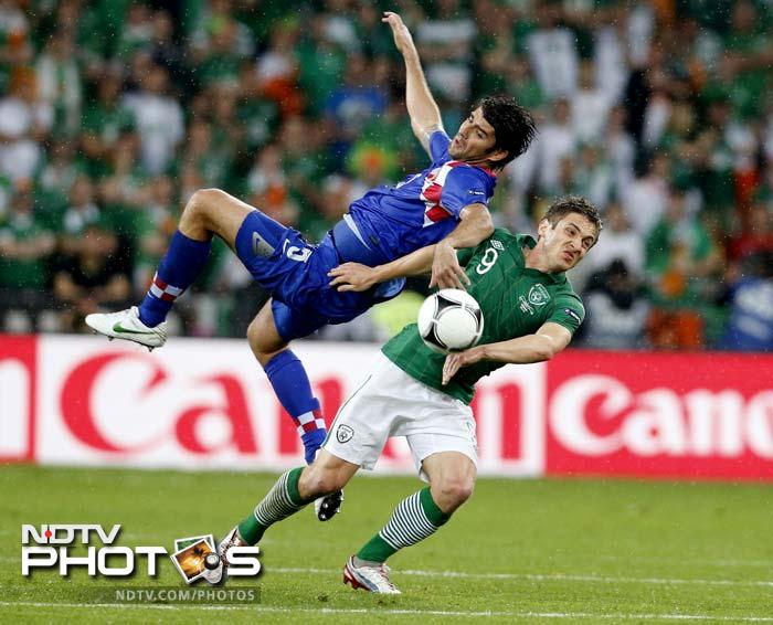 Ireland had a chance to equalise after winning a free kick on the edge of the area in the 11th minute when Kevin Doyle (right) was fouled, but Keith Andrews's shot was blocked.