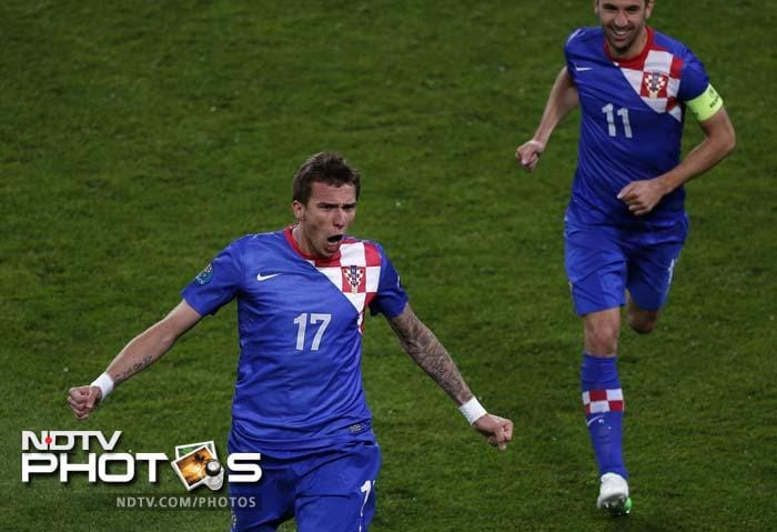 Three minutes after returning from the dressing room, Croatia made it 3-1 when Mandzukic fired towards the far corner of the net.