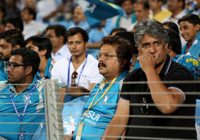 Co-owners of the Pune franchise look on disappointed as their team eventually scraped to 127/9. (BCCI image)
