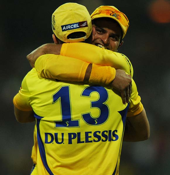 Chennai Super Kings fielder Suresh Raina (R) congratulates teammate Francois Du Plessis for catching a ball hit by Deccan Chargers batsman Cameron White during the IPL Twenty20 match at the M.A. Chidambaram Stadium in Chennai. (AFP PHOTO)