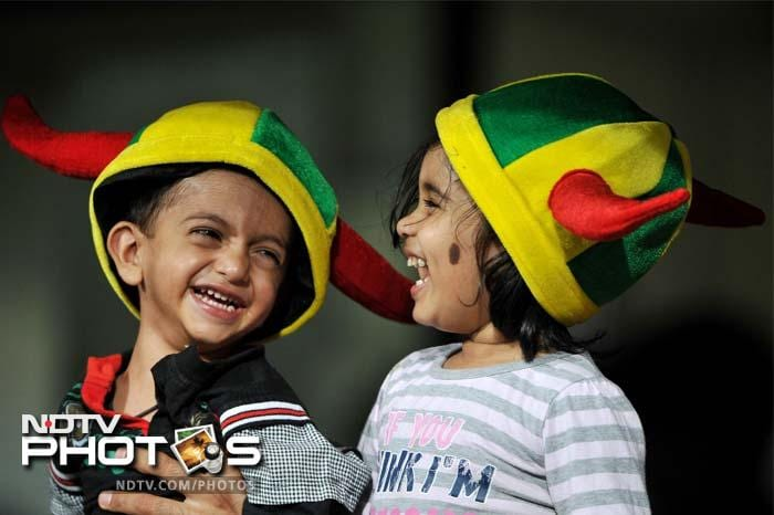 Toddlers share a light moment during the IPL Twenty20 cricket eliminator match between Chennai Super Kings and Mumbai Indians at the M. Chinnaswamy Stadium in Bangalore. (AFP PHOTO/Manjunath KIRAN)