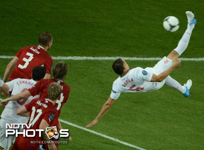 Polish midfielder Dariusz Dudka (R) tries the bicycle kick during the Euro 2012 championships football match against the Czech Republic in Wroclaw.