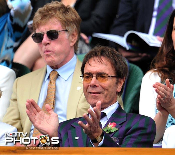 British singer Cliff Richard (R) and American actor Robert Redford (L) attend the women's semi final between Azarenka and Kvitova. (AFP Photo)