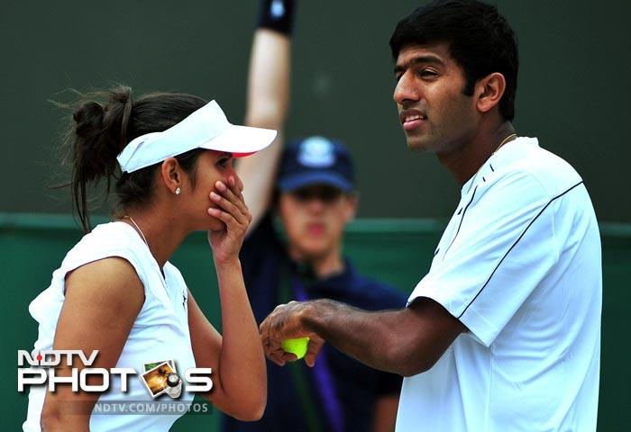 The Indian pair of Sania Mirza and Rohan Bopanna progressed to the mixed doubles quarter-finals, beating Martin Damm and Renata Voracova. (AFP Photo)