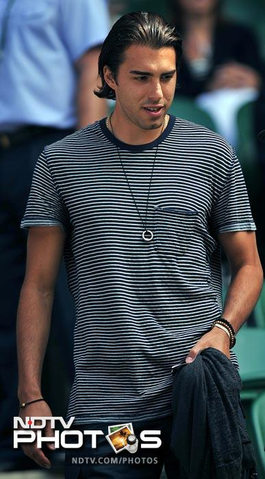 Sharapova's partner, Sasha Vujacic, a basketball player with the New Jersey Nets, was there in the stands to cheer on the Russian. (AFP Photo)