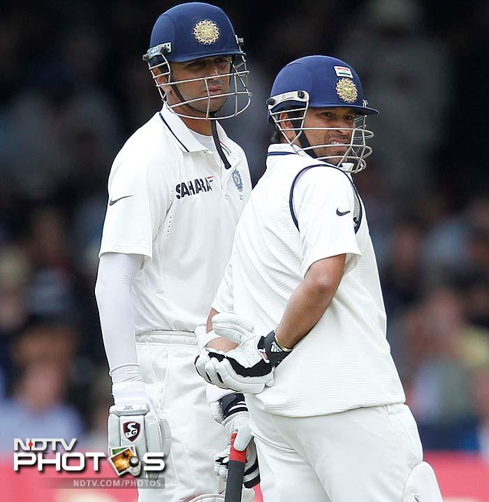 The second session had Tendulkar and Dravid rotate the strike consistently. The duo put together a partnership of 81 for the 3rd wicket.