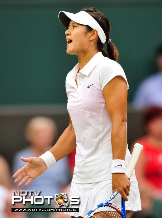 French Open champion Li Na could do little after losing a closely-contested match against Sabine Lisicki in the women's singles at the Wimbledon Tennis Championships at the All England Tennis Club, in southwest London. (AFP Photo)