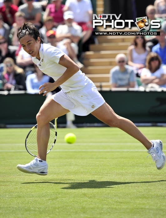 Italian player Francesca Schiavone also had an easy outing against Czech player Barbora Zahlavova Strycova, although she did get a fight in the 1st set. (AFP PHOTO)