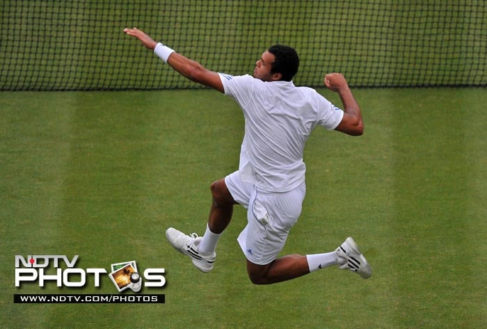 French player Jo-Wilfried Tsonga came from behind to defeat Bulgarian player Grigor Dimitrov in 4 sets. (AFP Photo)
