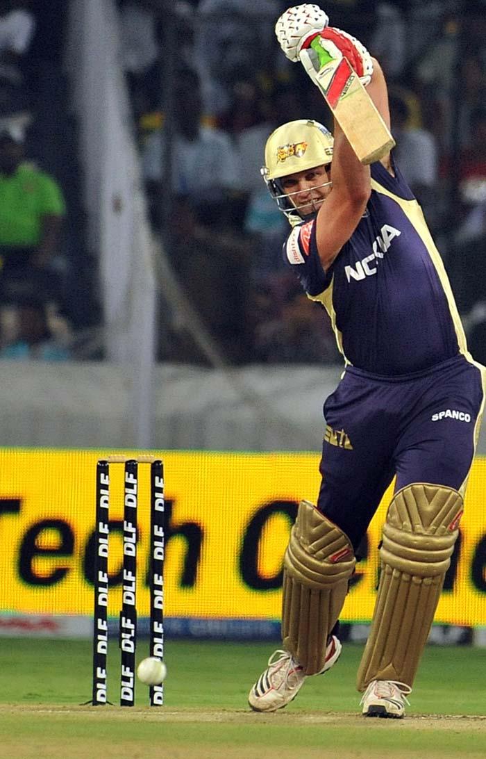 Kolkata Knight Riders batsman Jacques Kallis plays a shot during the IPL Twenty20 cricket match against Deccan Chargers at the Rajiv Gandhi International Stadium in Hyderabad. (AFP PHOTO)