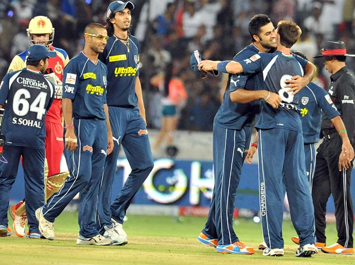 Deccan Chargers bowlers Manpreet Gony and Dale Steyn(R) celebrate the team's win against Royal Challengers Bangalore at the Rajiv Gandhi International Stadium in Hyderabad. Deccan Chargers won by 33 runs, their first win at the venue. (AFP PHOTO)