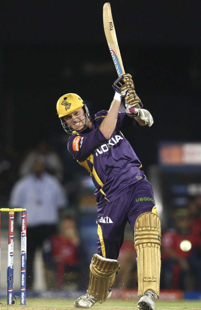 Brett Lee's two sixes took Kolkata to 136/7. (BCCI image)