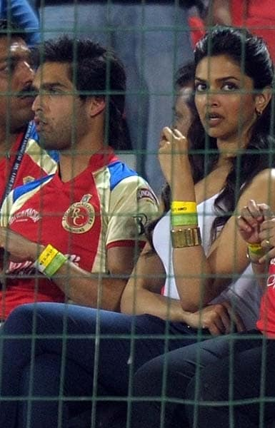 The once confident mood in the Royal Challengers camp turned pensive as Bangalore found the going tough with the flurry of wickets. No hugs and definitely no kisses.