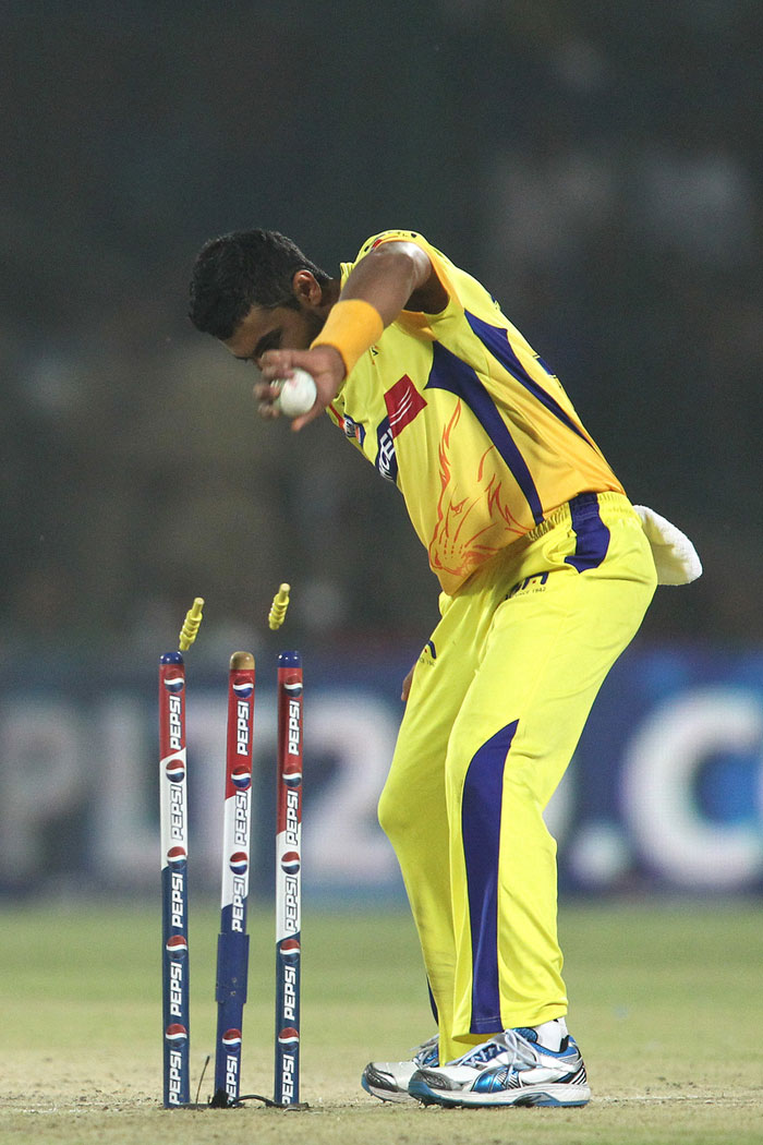 Jeevan Mendis and Kedar Jadhav then joined hands to make a match out of it. The pair progressed steadily to add 31 runs in 5 overs before hara-kiri in the middle highlighted Delhi's woes. Slow Jadhav never wanted a second run while Mendis was convinced on a brace. Raina and Jadeja combined to get Mendis run-out, who also slipped mid-way to complicate things. (BCCI Image)