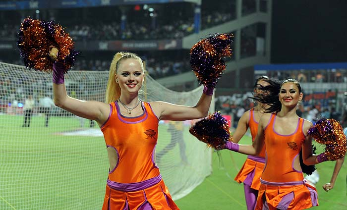 Kochi Tuskers Kerala cheerleaders in action prior to the IPL Twenty20 match against Delhi Daredevils at the Feroz Shah Kotla Stadium in New Delhi. (AFP PHOTO)
