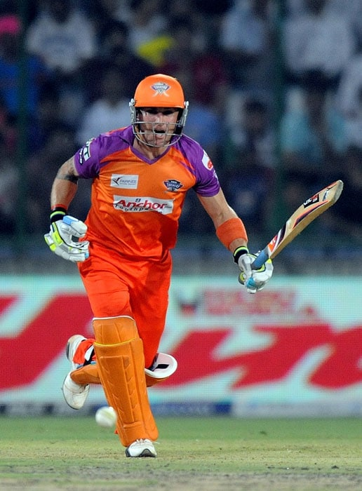 Kochi Tuskers Kerala batsman Brendon McCullum runs between the wickets during the IPL Twenty20 match against Delhi Daredevils at the Feroz Shah Kotla Stadium in New Delhi. (AFP PHOTO)