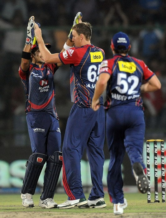 Delhi Daredevils bowler Morne Morkel (C) celebrates the wicket of Kochi Tuskers Kerala batsman Brendon McCullum during the IPL Twenty20 match at the Feroz Shah Kotla Stadium in New Delhi. (AFP PHOTO)