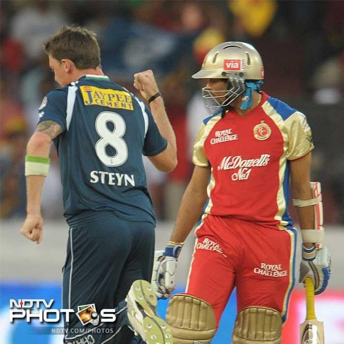 The loss of Tillakratne Dilshan early on also pegged back Bangalore's run chase. (PHOTOS AFP)