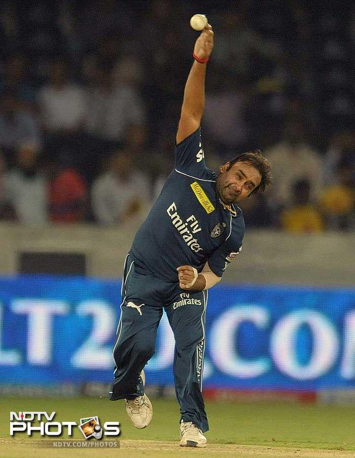 Amit Mishra picked up 2 wickets for 20 runs in 4 overs. Apart from Dravid, he picked up the wicket of Stuart Binny.