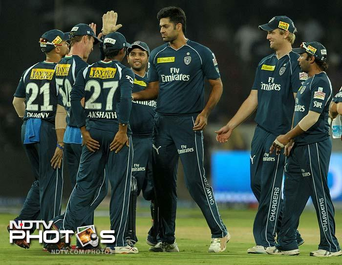 Manpreet Gony picked up the crucial wicket of Rahul Dravid.