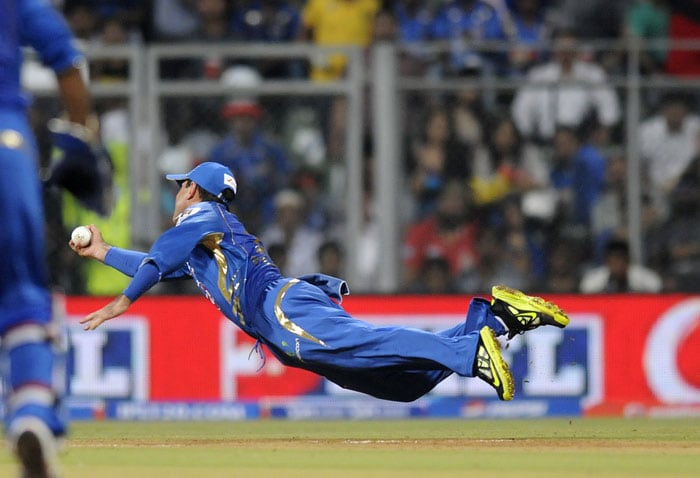 Delhi started on the worst possible note as Unmukt Chand got his second golden duck in three matches. Harbhajan Singh, sent in to open the bowling, got one to skid and Unmukt got a leading edge. What followed was simply outstanding as 38-year old Mumbai skipper Ricky Ponting literally flew at extra cover to complete a brilliant catch. (BCCI Image)