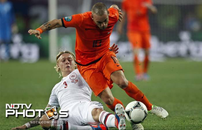 Wesley Sneijder set up van Persie for what looked certain to be the equaliser shortly before the interval, but for once the Arsenal man's touch let him down and his shot was blocked by the advancing Andersen.