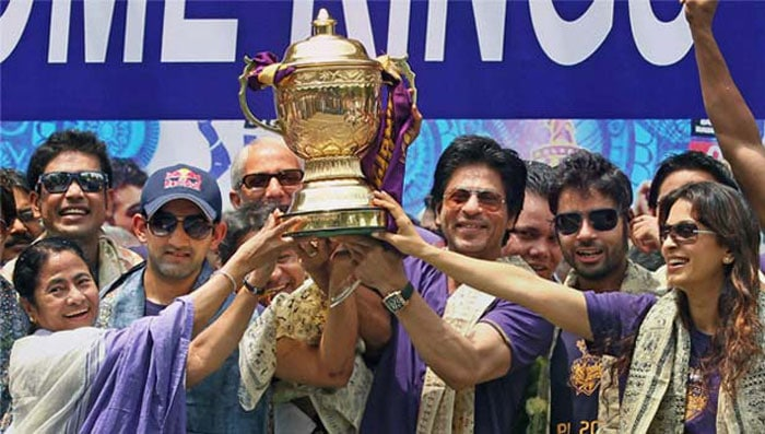 It was a day to celebrate in Kolkata as the KKR players, Shah Rukh Khan, Mamata Banerjee, Juhi Chawla among others, turned up to spend a day out with the fans in the heat. (PTI image)